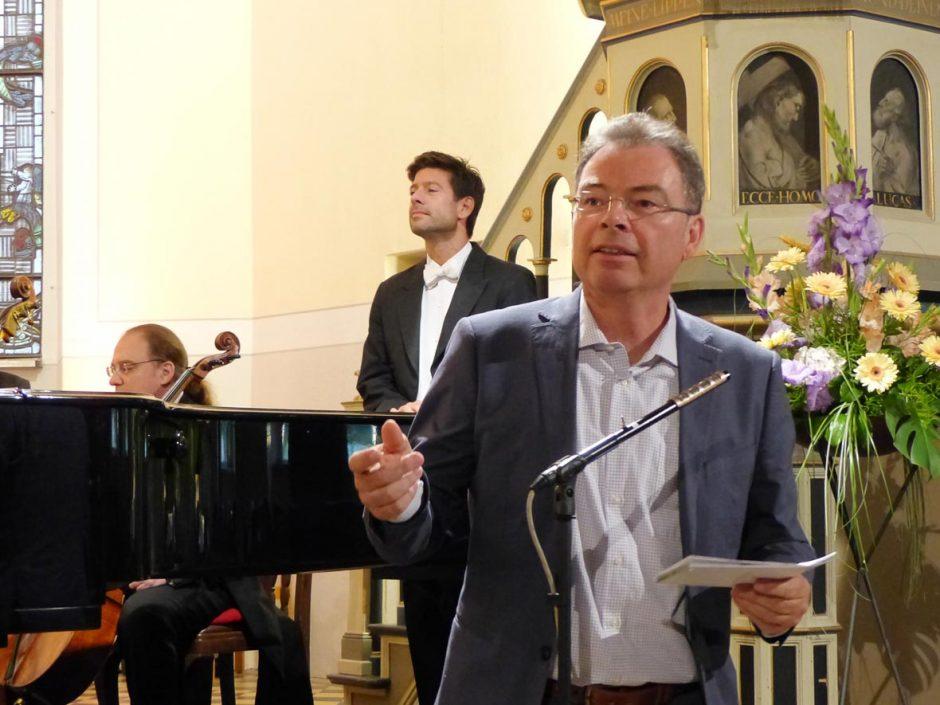 Foto: Norbert Vogel | Dr. Andreas Apelt von der Deutschen Gesellschaft eröffnet die Schlosskonzerte