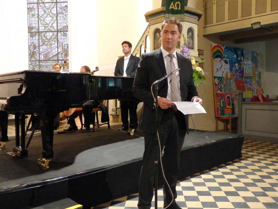 Foto: Norbert Vogel | Der Bürgermeister Herr Swen Ennullat eröffnet die Schlosskonzerte